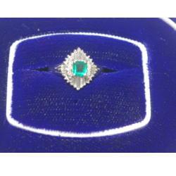 プラチナ900 エメラルド・メレダイヤ付きリング